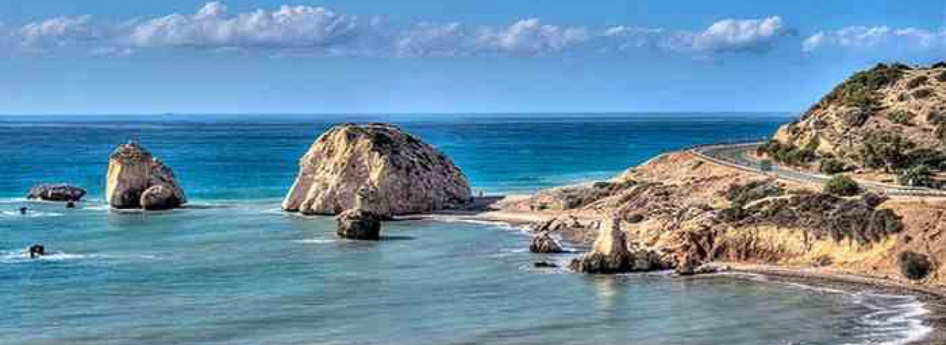 На ряду с историческим центром Кипра, Пафос так же очень теплый курортный город.